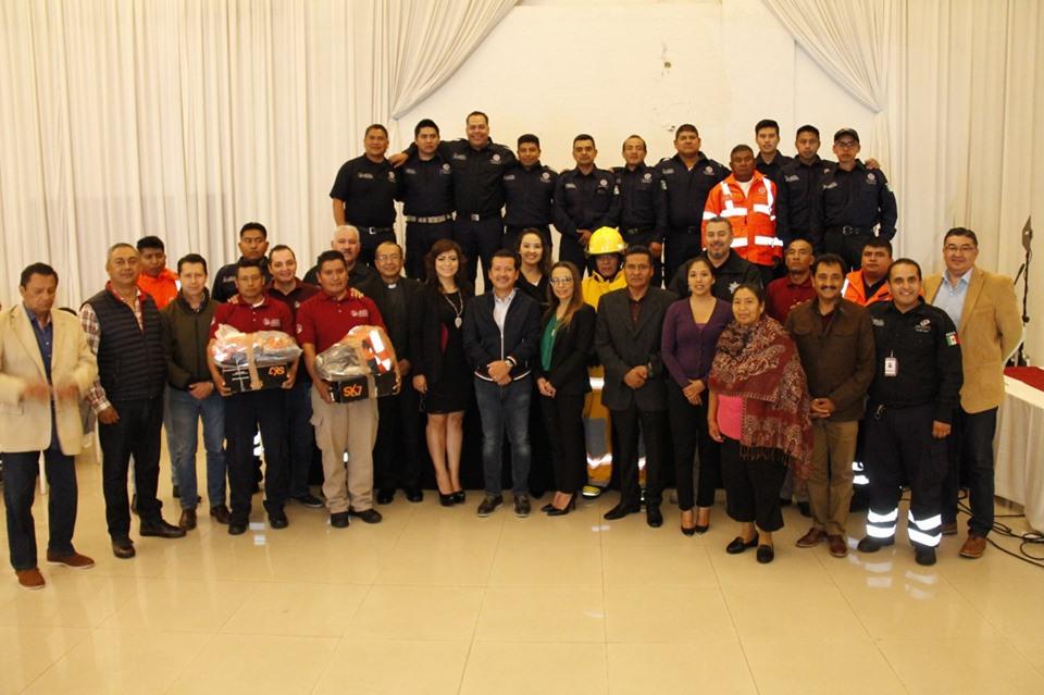 👷♀️I Con equipo de trabajo reconocen a bomberos de San Pedro Cholula en su día.