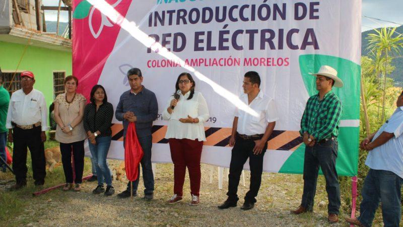 Inauguran red eléctrica a colonia de Xicotepec.