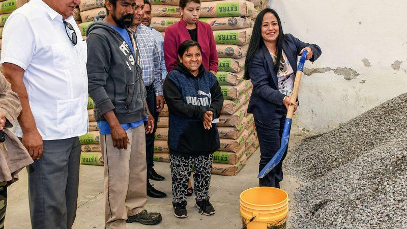 Llevan programas de desarrollo social a familias de Cuautlancingo