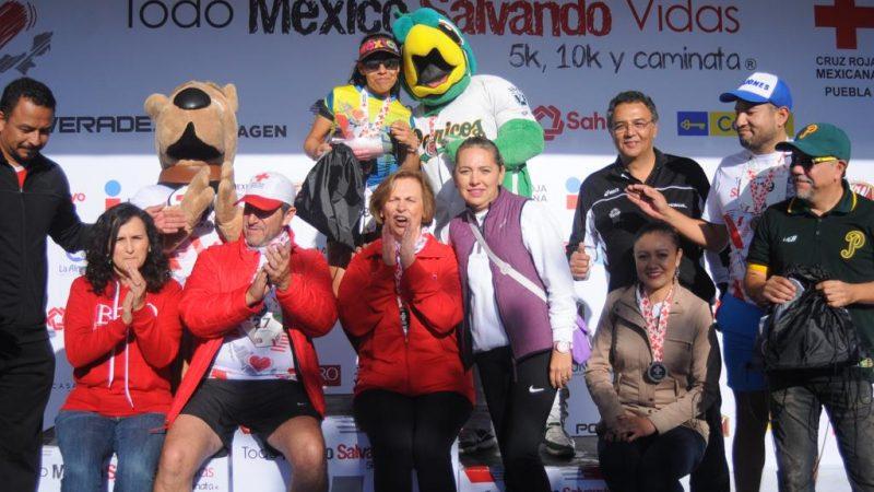 """Participan cientos en la carrera  """"Todo México Salvando Vidas"""" de la Cruz Roja Puebla"""