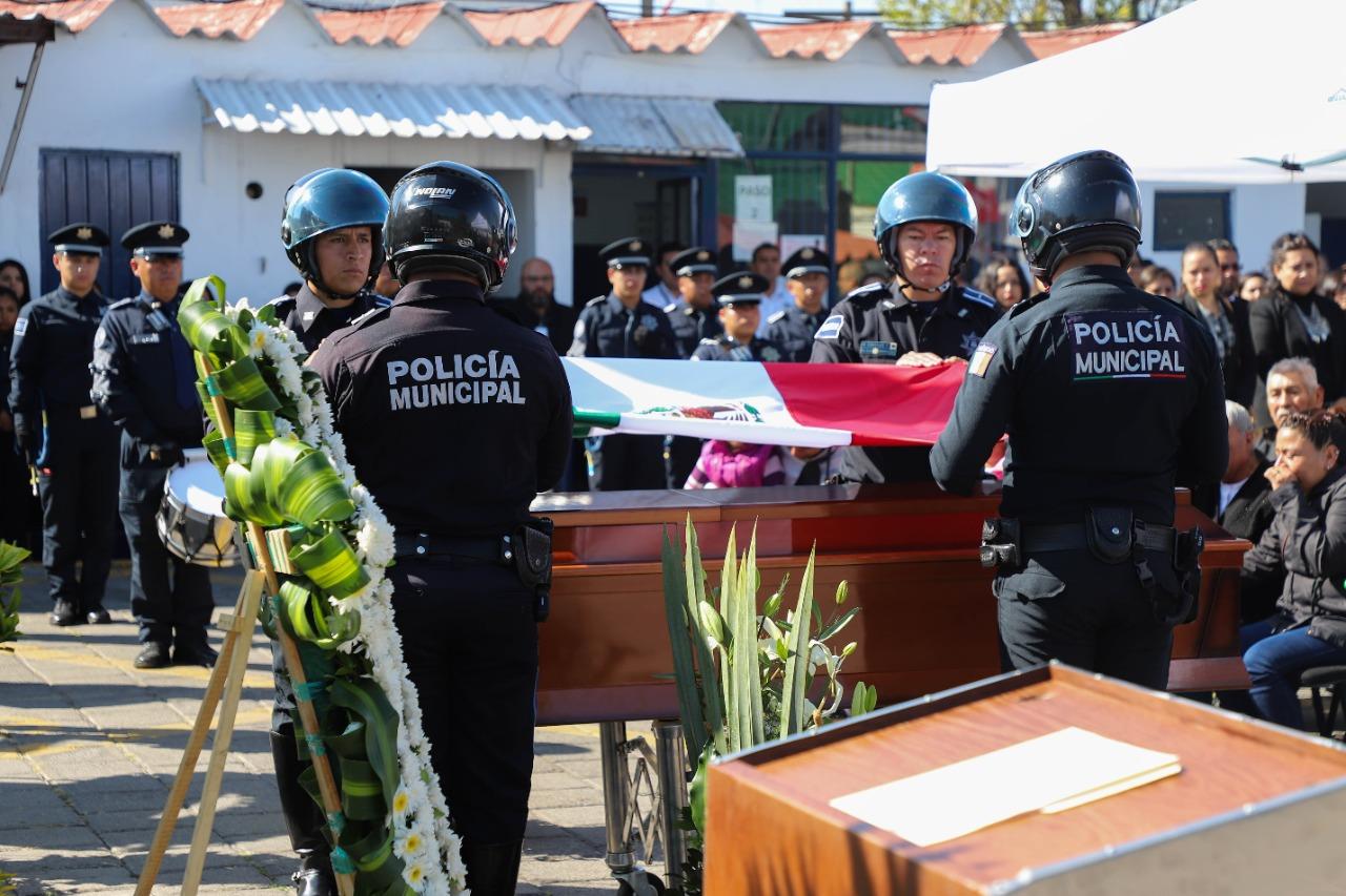 Rinden homenaje a policía abatido en cumplimiento de su deber