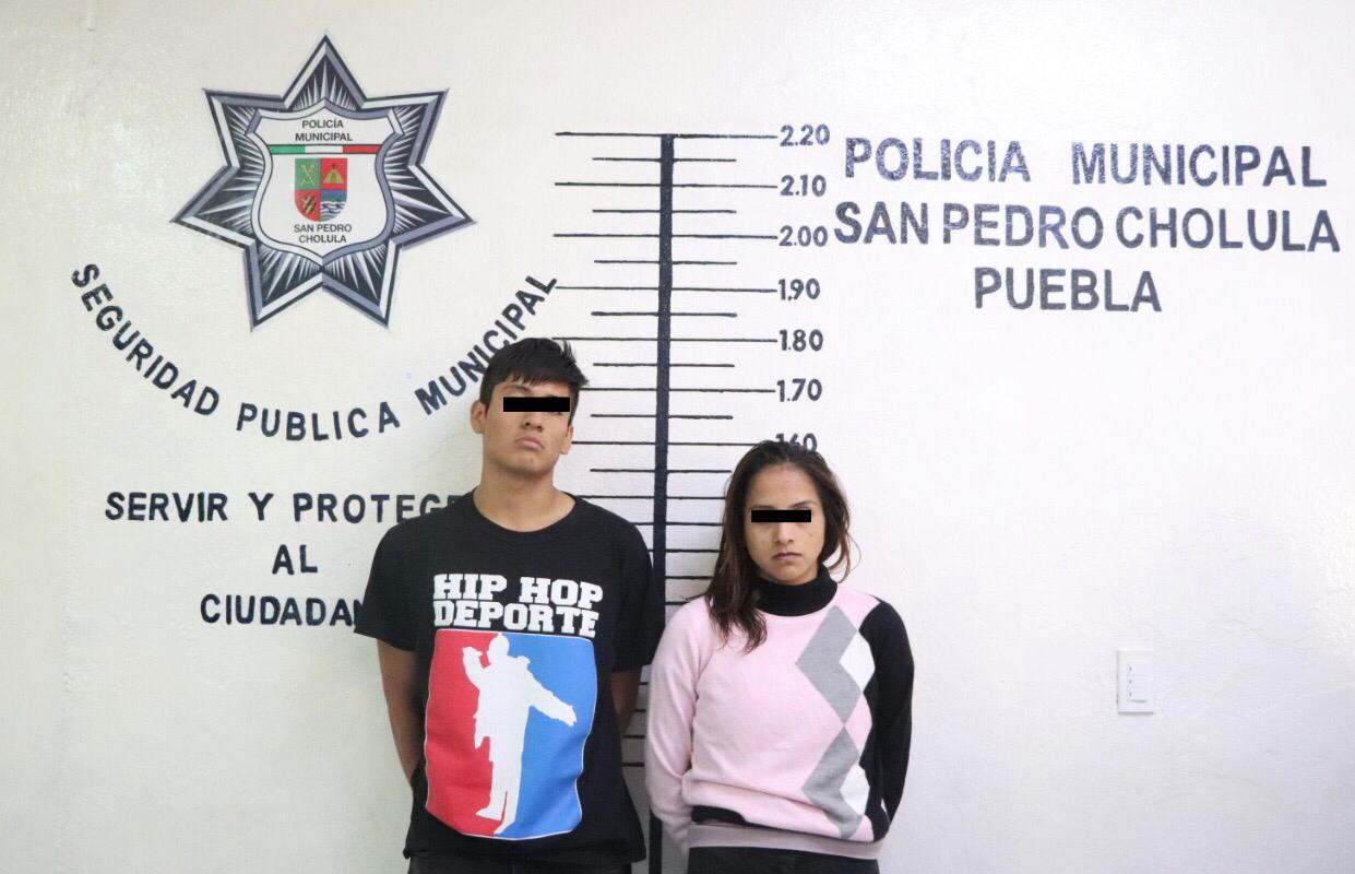Aseguran a pereja por presunto robo de taxi en San Pedro Cholula