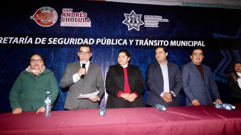 Reciben uniformes y chalecos policías de San Andrés Cholula