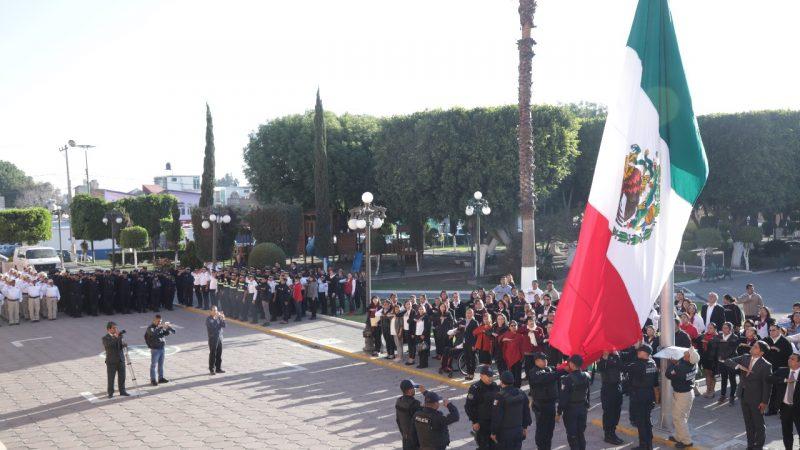 Honrar a la bandera no debe ser solo un acto protocolario: Karina Pérez Popoca