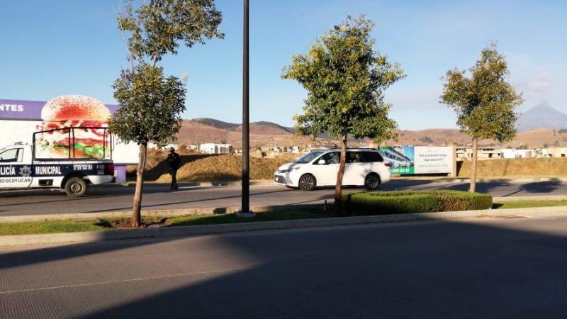 Acribillan a sujeto a bordo de su camioneta en Cascatta, en Lomas de Angelópolis