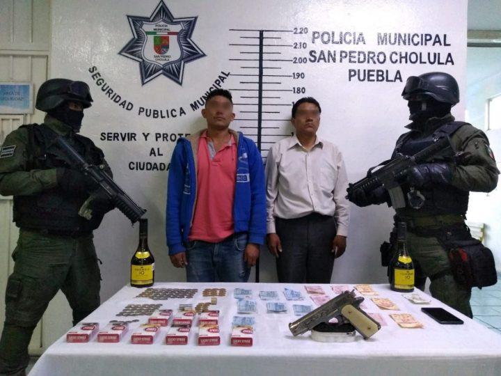 Detenidos en San Pedro Cholula al ser señalados por robo