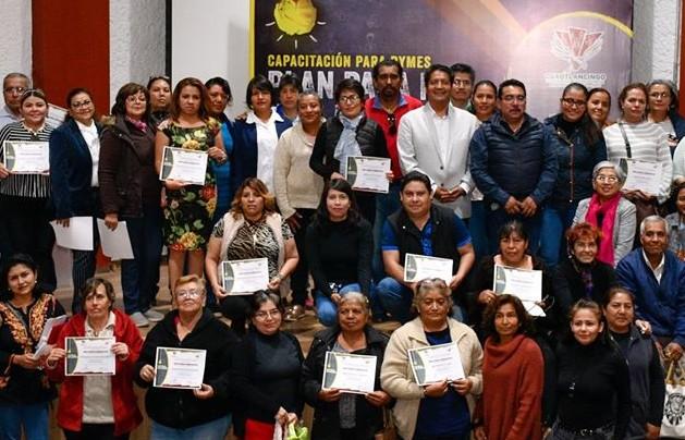 Capacitan a microempresarios del municipio de Cuautlancingo