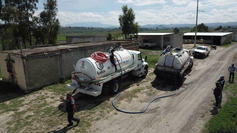 Llevan agua gratuita a localidades de la capital de Puebla
