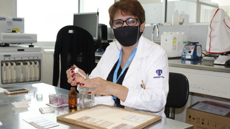 Moderniza ISSSTEP equipo de diagnóstico del área de patología