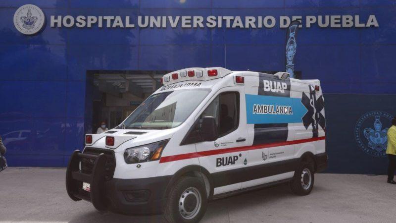Otorga ayuntamiento de Puebla ambulancia a la BUAP