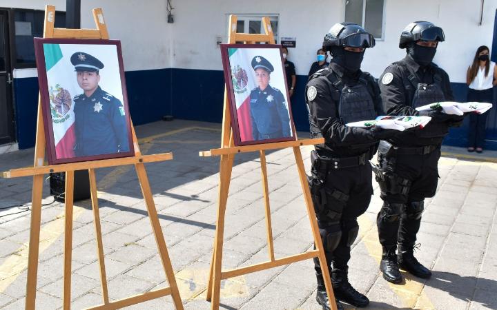 Rinden homenaje póstumo a policías de la capital de Puebla
