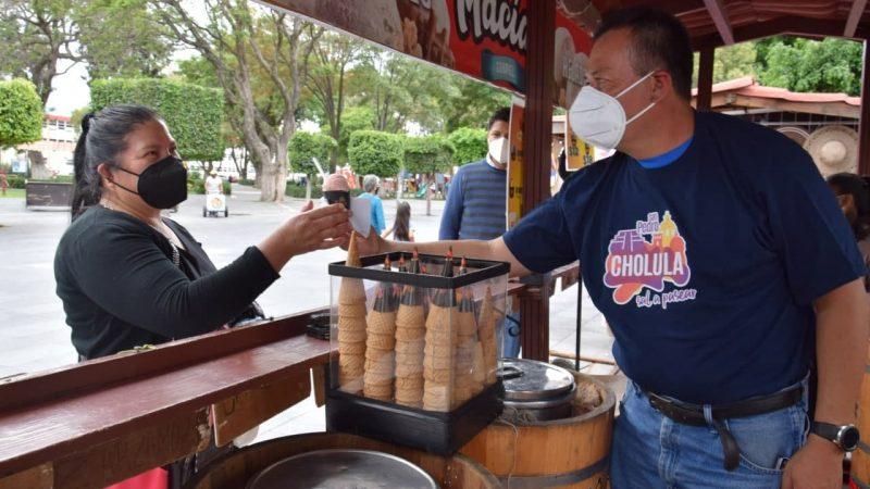 Capacitan a comerciantes y artesanos de San Pedro Cholula en materia de atención turística