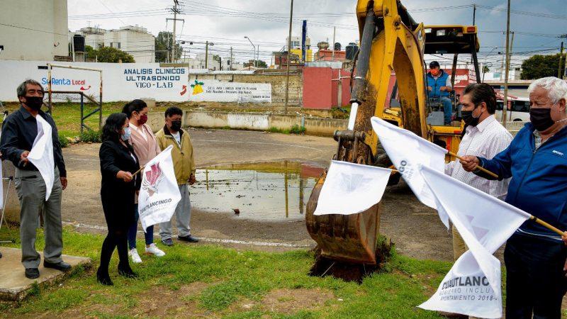 Rehabilitan la cancha de usos múltiples en Sanctorum, Cuautlancingo