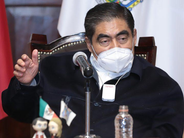 Pide Miguel Barbosa a los poblanos vacunarse con responsabilidad