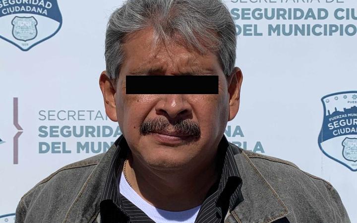 Aseguran a hombre armado en Lomas de Castillotla